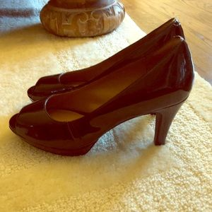 Clarks EUC LIKE NEW Peep toe pump!
